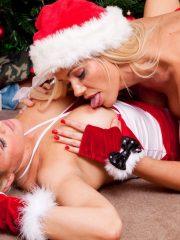Sexy_Santas_13