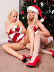 Sexy_Santas_8